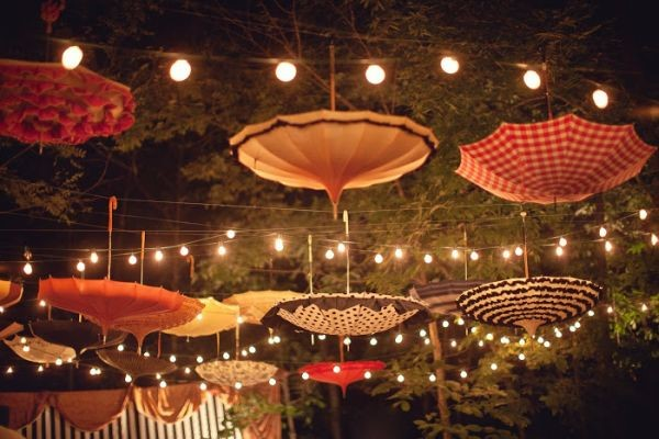 5-unusual-ways-to-use-an-umbrella-decoration
